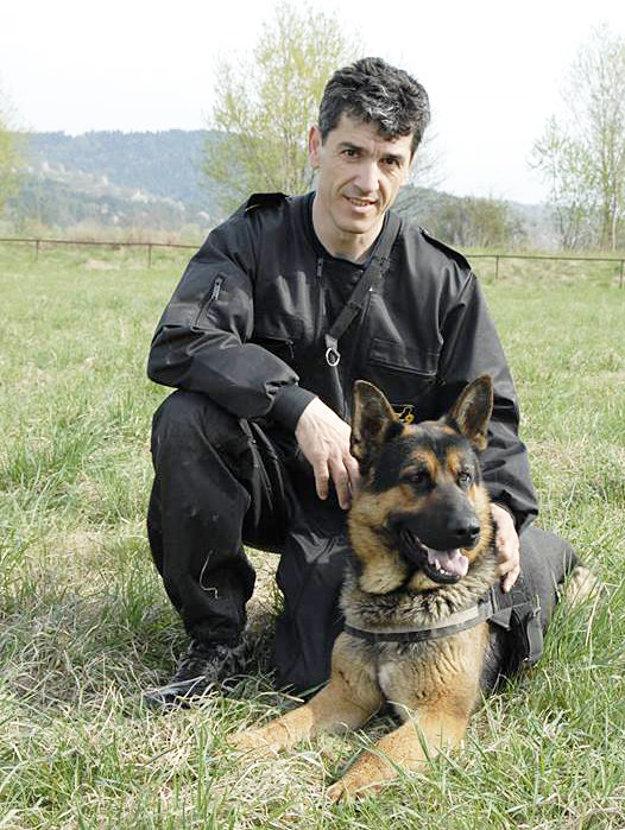 Argo a jeho psovod Slavo Turčáni. Sú naozaj zohratí tím.