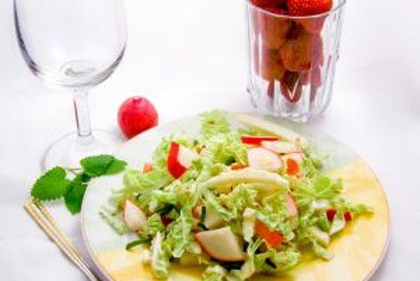 V lete by sme mali uprednostňovať ľahko stráviteľnú stravu s nižšou energetickou hodnotou.