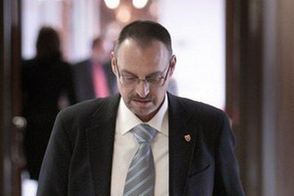 Dobroslav Trnka podľa hovorkyne neskúmal, čia firmao pomoc prokuratúry žiadala.