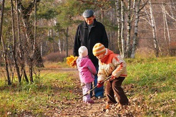 K otužovaniu, a tak aj posilňovaniu imunity, patrí pravidelný pohyb na čerstvom vzduchu.