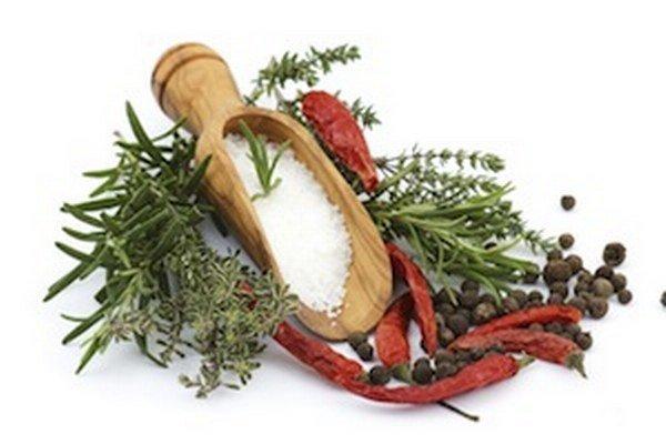 Vznik áft môže podporiť napríklad aj konzumácia niektorých korenín.