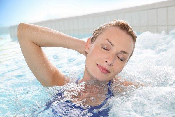 Po kúpaní v bazéne alebo nádrži nezabudnite na sprchu.