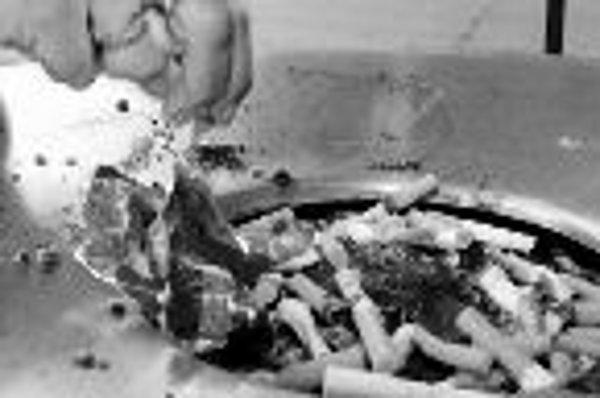 Nové prípravky a špeciálne psychologické podporné prgramy dávajú ľuďom závislým od nikotínu šancu odnaučiť sa fajčiť.ILUSTRAČNÉ