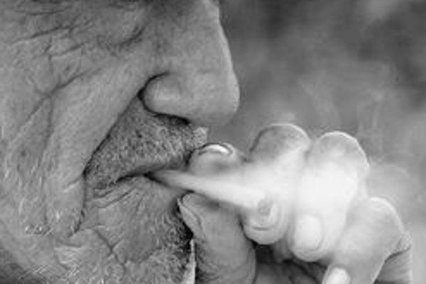 Škótsko problém infarktov čiastočne vyriešilo zákazom fajčenia na verejných priestranstvách. ILUSTRAČNÉ