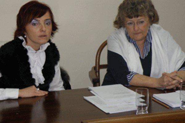 Primátorka Katarína Macháčková (vľavo) a viceprimátorka Helena Dadíková informovali médiá o aktuálnej situácii v Prievidzi.