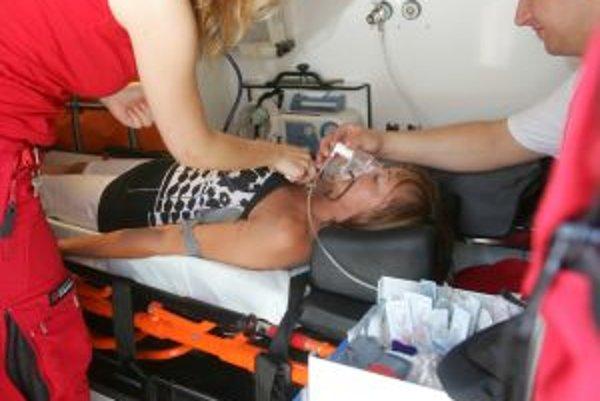 Pre pacientov s problémami kardio-vaskulárneho systému je obdobie horúčav obzvlášť nebezpečné. Pri vysokých teplotách a nedostatočnom príjme tekutín hrozí zahusťovanie krvi a tvorba krvných zrazenín, ktoré zvyšujú možnosť náhlej cievnej príhody. Choré srd