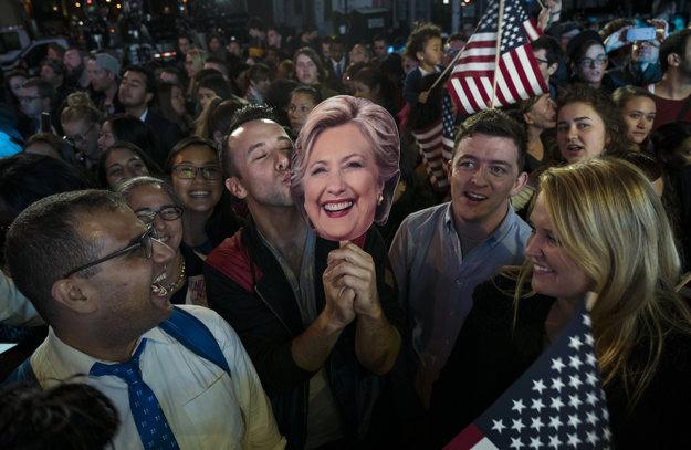 Američania očakávajú výsledky.