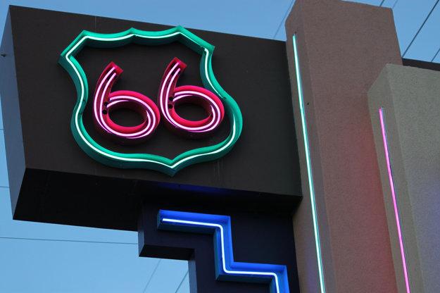 Niektoré časti Route 66 sa stali cieľom turistov.