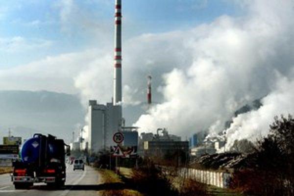 Ružomberskú panorámu a špecifický zápach pozná väčšina vodičov na Slovensku.