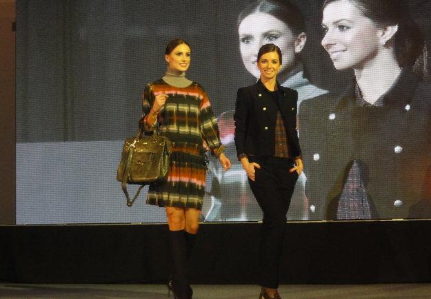 Modelky predvádzali voľnočasové oblečenie aj spoločenské modely.