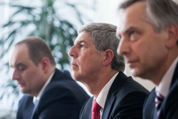 Na kandidátovi sa trojica strán Ľudovej platformy zatiaľ nedohodla.