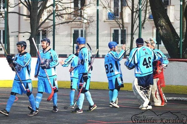 Hokejbalisti Nitry sa pod Tatrami tešili z dvoch víťazstiev!