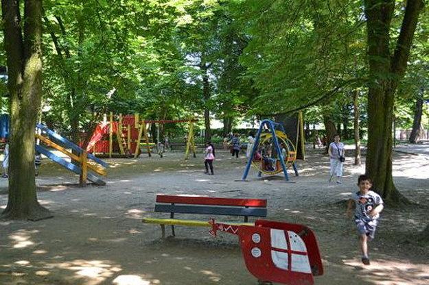 Ihrisko v parku.