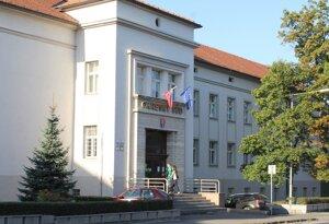 Okresný súd v Prievidzi vyriekol rozsudok nad učiteľom, ktorý mal zneužívať žiačku.