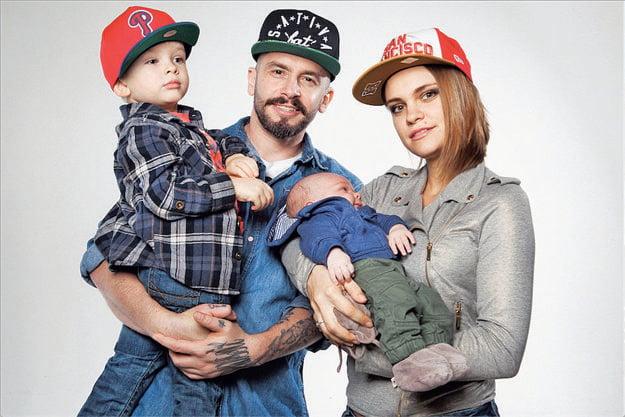 S manželom Lacim Strikeom a deťmi
