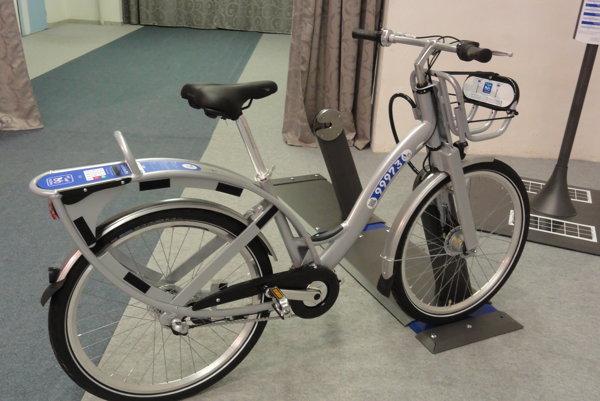 Nitriansky dopravca predstavil spôsob, akým chce inovovať verejnú dopravu. Už od jari spúšťa požičiavanie bicyklov.
