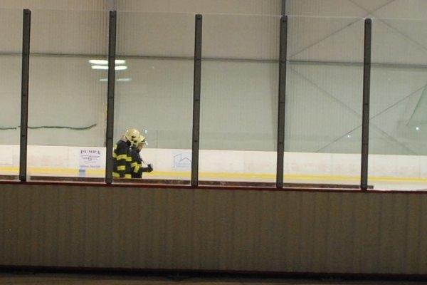 Zásah hasičov na gelnickom zimnom štadióne.