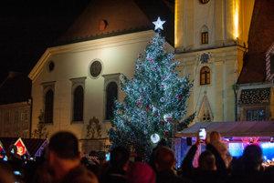 V hlavnom meste sa začali tradičné Vianočné trhy.