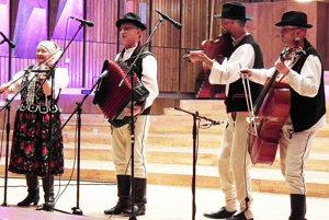 Ľudová hudba Rovňan z Rabčíc, zľava Valéria Baľáková, Anton Mordel, Michal Ďaďo, Dušan Baľák.