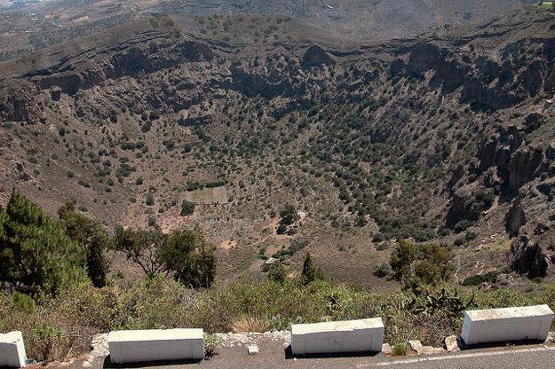 Kráter na Gran Canaria je prírodnou zaujímavosťou.