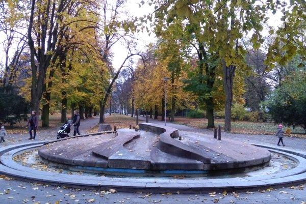 Okres Piešťany patril medzi najvyhľadávanejší. Na fotke je Mestský park v Piešťanoch.
