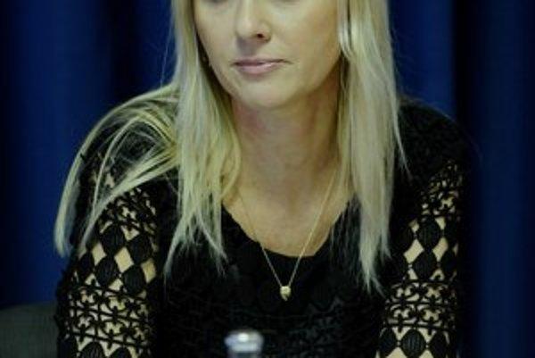 Súrodenci peniaze z predaja pozemku nevideli. Sudkyňa Jankovská na syna nevydala medzinárodný zatykač.