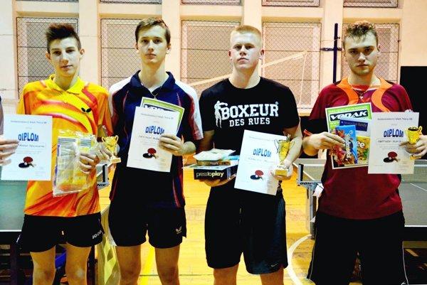 Víťazi kategórie registrovaných žiakov. Zľava K. Szolnoki, D. Bošanský, víťaz A. Páll, M. Pupík.