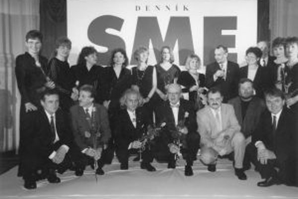 Pri piatom výročí denníka SME sa fotili ľudia, ktorí boli v redakcii od začiatku.