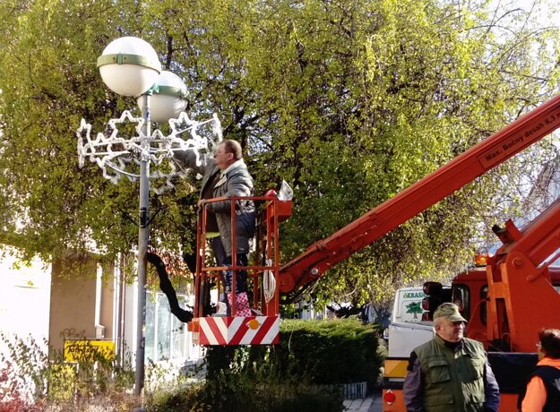 Na Ul. sv. Michala inštalovali výzdobu 22. novembra.