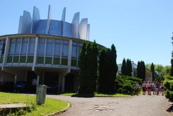 Hvezdáreň a planetárium v Prešove pozýva na krátky prierez tvorbou hudobníka Eltona Johna.