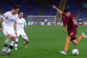 Perotti dáva gól.