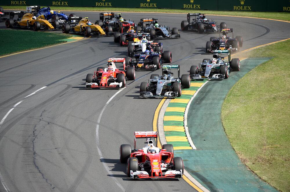 Na otváracom podujatí sezóny vyrazil štartoval z pole position Lewis Hamilton z Mercedesu. V druhej zákrute viedol Sebastian Vettel na Ferrari.