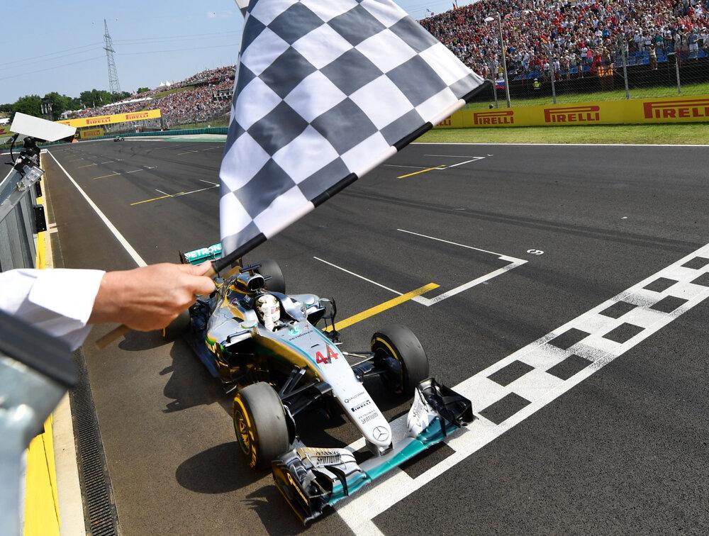 Do cieľa Veľkej ceny Maďarska nakoniec prišiel ako prvý Lewis Hamilton.