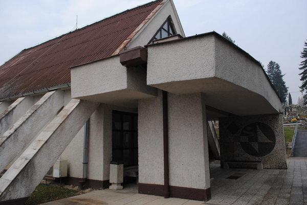 Dom smútku na humenskom cintoríne. Nutné opravy si žiadajú vyše 80-tisíc eur.