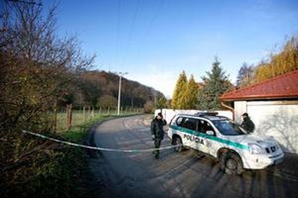 Policajti vykonali tri dodatočné obhliadky miesta činu.