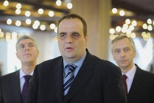 Predseda strany Most-Híd Béla Bugár, predseda strany SDKÚ Pavol Frešo a predseda strany KDH Ján Figeľ.
