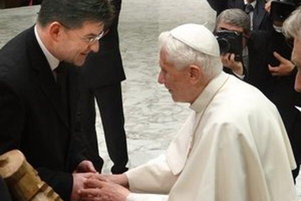 Minister zahraničných vecí Miroslav Lajčák s pápežom Benediktom vo Vatikáne.