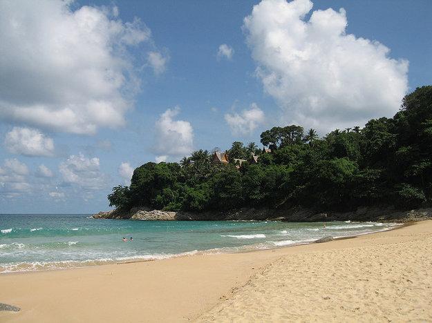 Phuket, najväčší Thajský ostrov, ponúka krásy prírody aj spoznávanie kultúry.