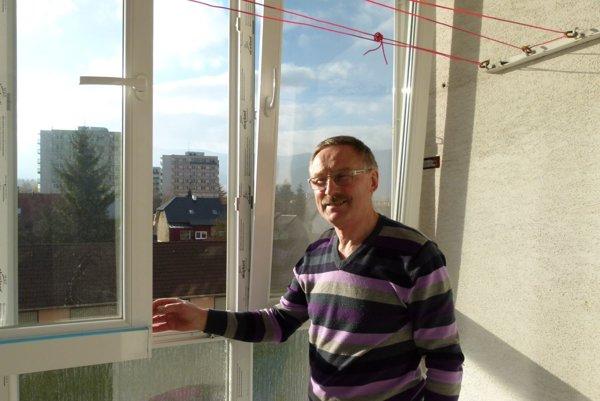 Jaroslav Kapalka si investíciu do zasklenia balkóna pochvaľuje.