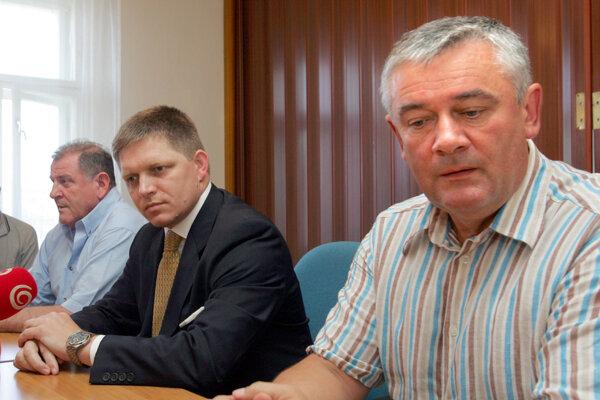 Utajený obed medzi šiestimi očami si naplánovali Vladimír Mečiar, Robert Fico a Ján Slota (zľava) zrejme na dnes. Témou sú zrejme koaličné nezhody okolo personálnych nominácií, naposledy do orgánov podnikov s podielom štátu.(Zdroj: ARCHÍVNE FOTO SME - PAVOL FUNTÁL)