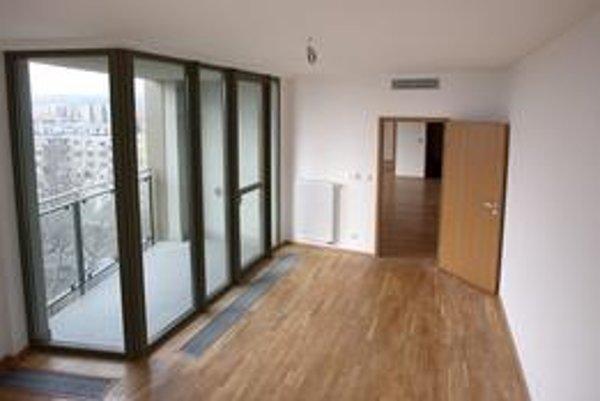 Budúci osud developera bratislavského projektu Vienna Gate závisí nielen od predaja prázdnych bytov, ale aj obchodnej galérie. Doterajšie rokovania zatiaľ nevyšli.
