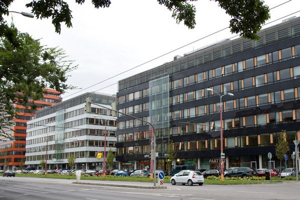 V súčasnosti jeden z najaktívnejších slovenských developerov HB Reavis predal zostávajúcu časť portfólia City Business Center spoločnosti Tatra Asset Management. Obchod zahŕňal kancelárske nehnuteľnosti CBC III, IV a V, za vyše 64 miliónov eur.