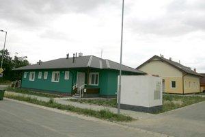 Nárok na príspevok bude mať vlastník domu na území SR, ktorý je využívaný výlučne na bývanie a užíva sa aspoň 10 rokov.