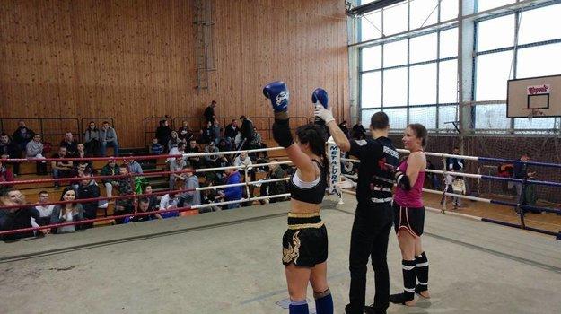 Lucia Beňová v ringu po vyhranom zápase