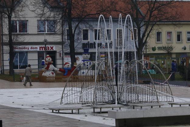 V centre Prievidze pribudne nová vianočná dekorácia – svetelná fontána.