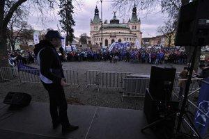 Na snímke Jozef Balica, člen predsedníctva OZ KOVO reční počas verejného protestného zhromaždenia spojeného s protestným pochodom Odborového zväzu KOVO v rámci kampane na podporu kolektívneho vyjednávania v Spišskej Novej Vsi.