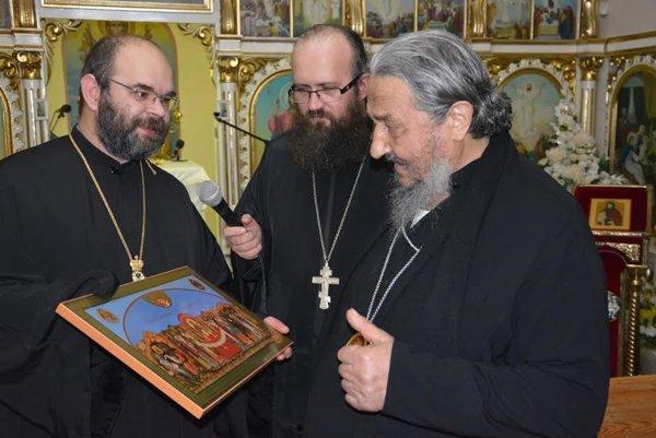 Vladyka Atanasije (vpravo) vSnine.