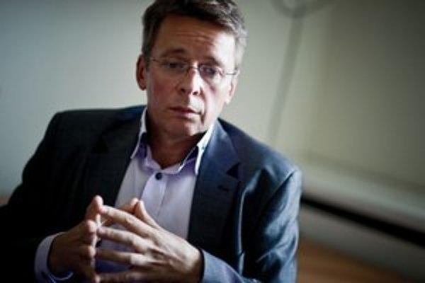 Ivan Mikloš (52) si vie predstaviť odchod zo slovenskej politiky, ale ponuku od Európskej banky pre obnovu a rozvoj do Londýna ešte nedostal. Vôbec prvýkrát sa vyjadril aj k výsledku volieb.
