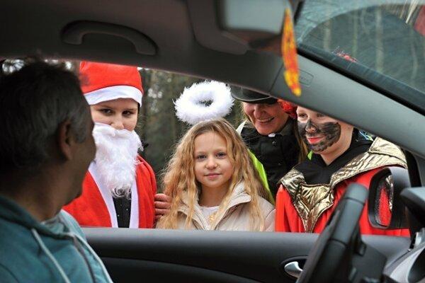 Mikuláša a čerta stretnete priamo na ceste (ilustračná snímka)