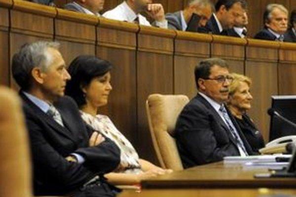Poslanci Národnej rady.